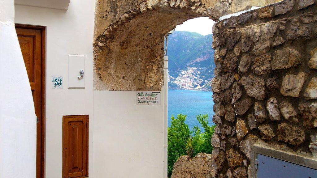 Praiano which includes interior views