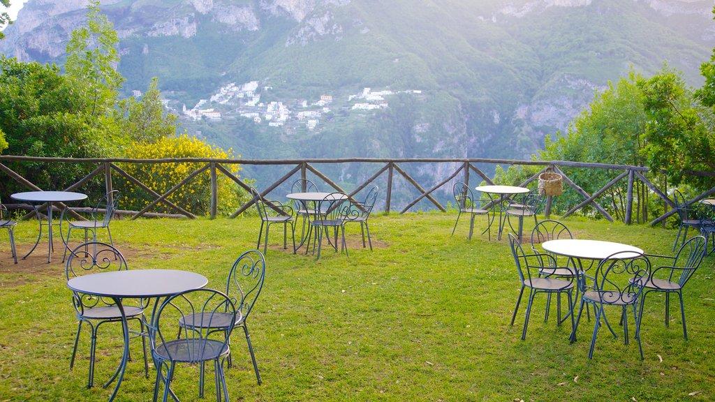 Ravello ofreciendo comer al aire libre y un jardín