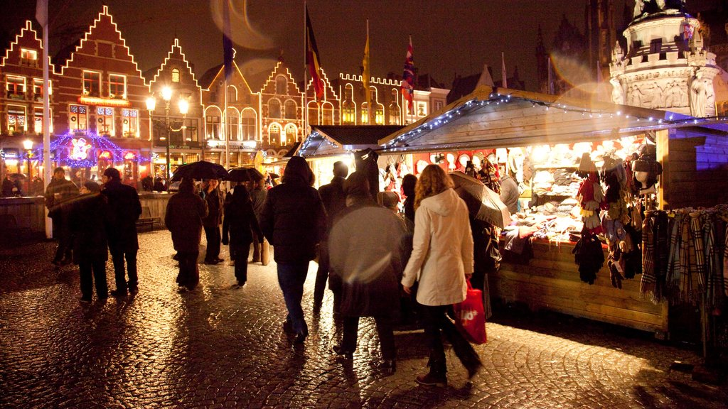 Bruges which includes nightlife, a city and markets