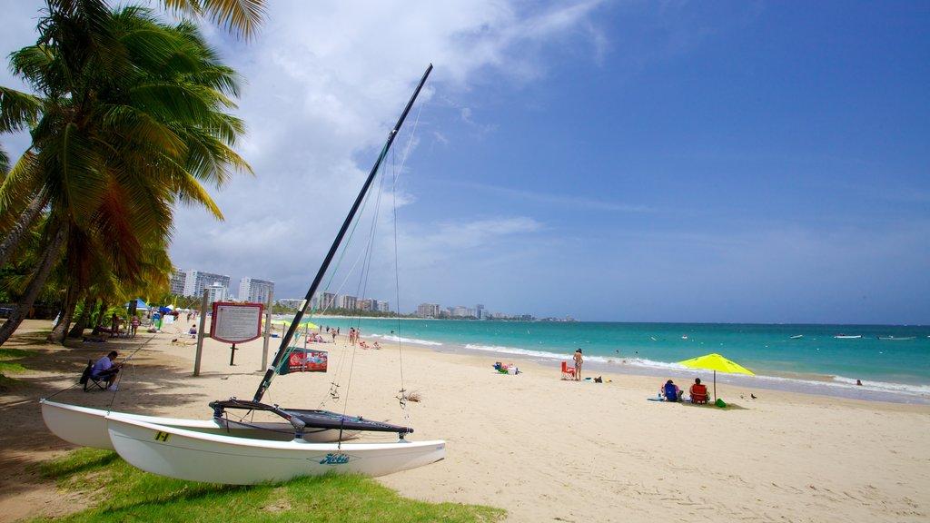 Isla Verde mostrando paseos en lancha, navegación y una playa de arena