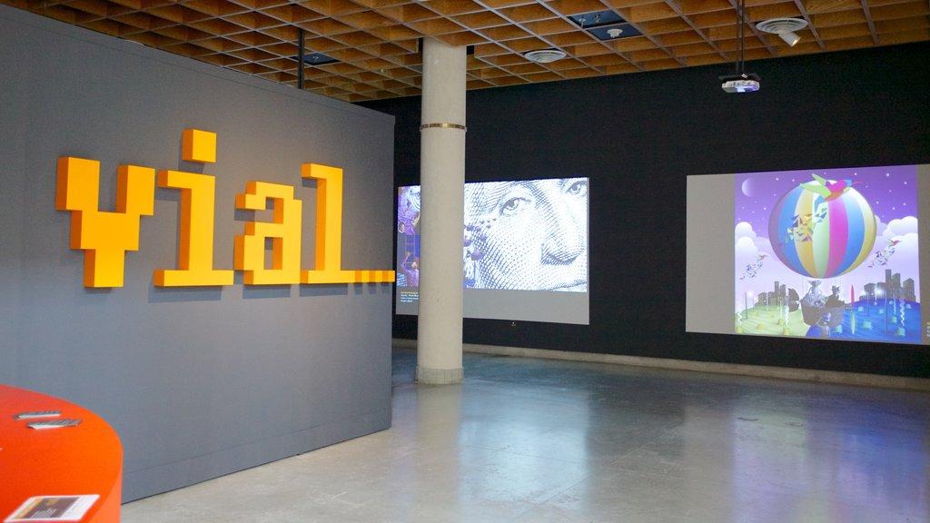 Museo de Arte de Puerto Rico ofreciendo vistas interiores, señalización y arte