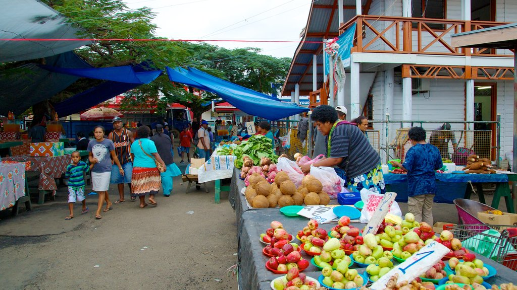 Suva featuring markets and street scenes as well as a large group of people
