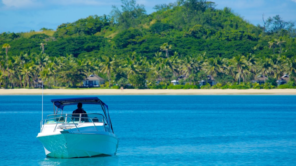 Malolo Island showing general coastal views, tropical scenes and boating