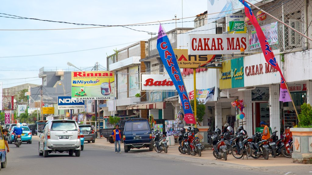 Lombok which includes a city and street scenes