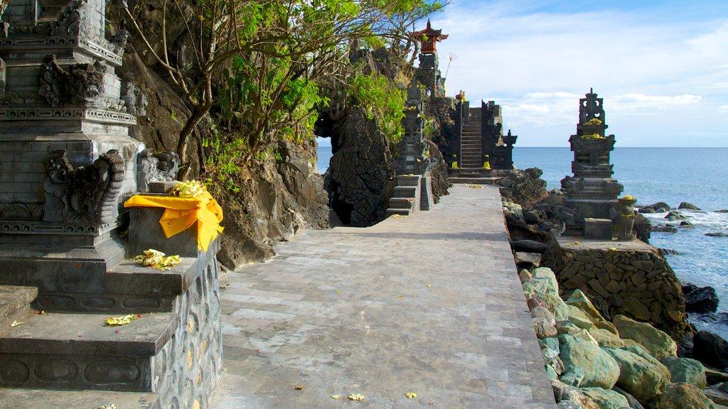 Lombok mostrando un templo o lugar de culto y elementos religiosos