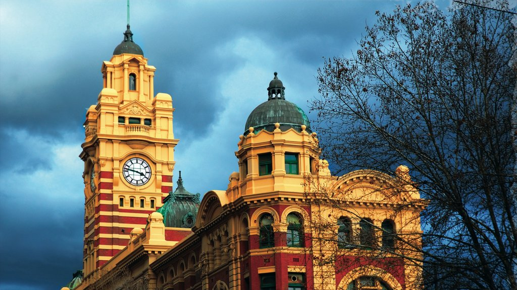 Melbourne showing heritage elements and heritage architecture