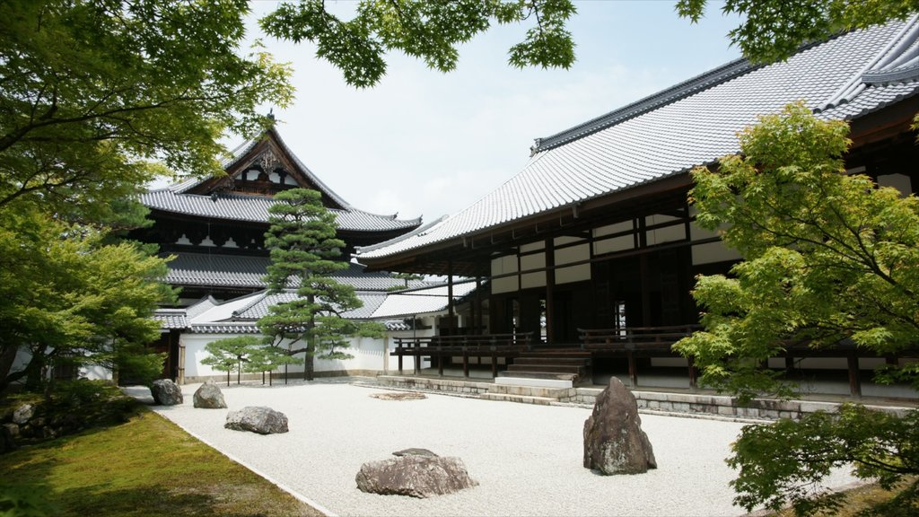 Kyōto showing a temple or place of worship, a park and religious elements