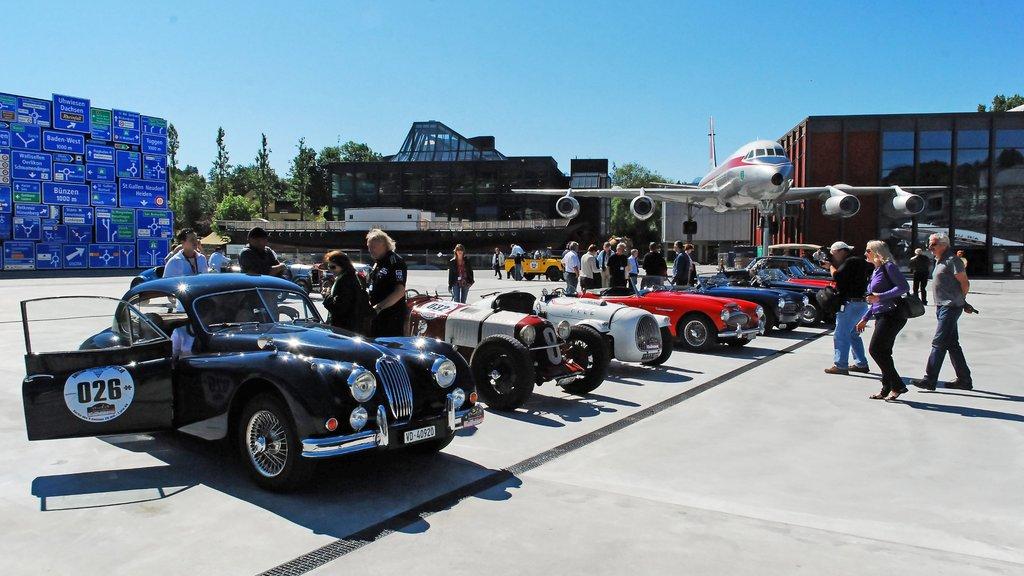 Museo de transporte suizo que incluye una ciudad y aeronave