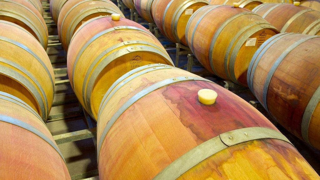 Saddlers Creek Wines mostrando vistas interiores