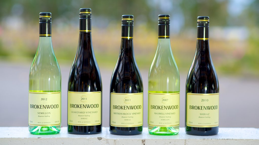 Brokenwood Wines which includes signage and drinks or beverages