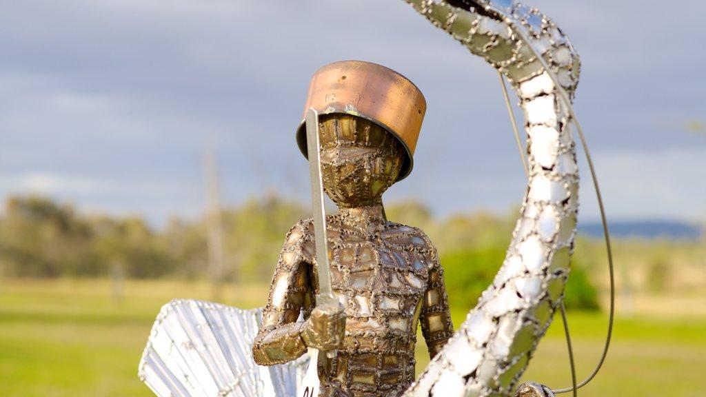 Mistletoe Wines ofreciendo una estatua o escultura y arte