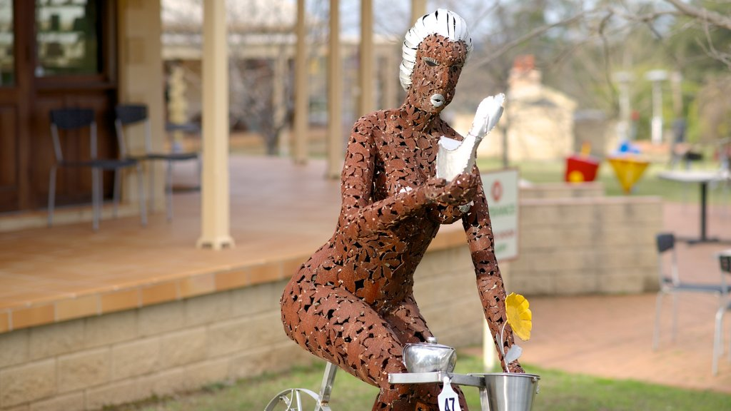 Mistletoe Wines which includes outdoor art and a statue or sculpture