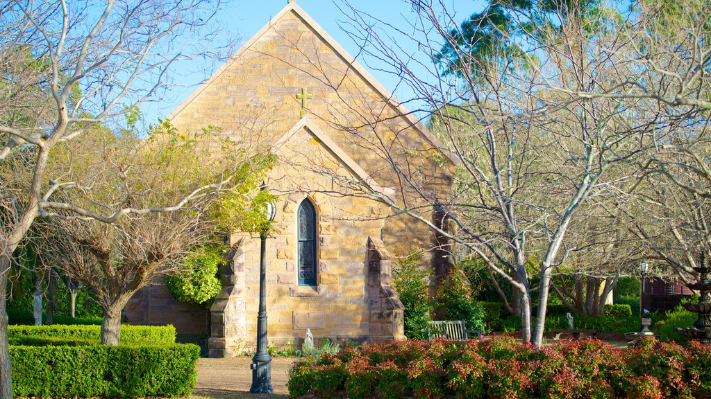 Cessnock featuring heritage architecture, religious elements and a small town or village
