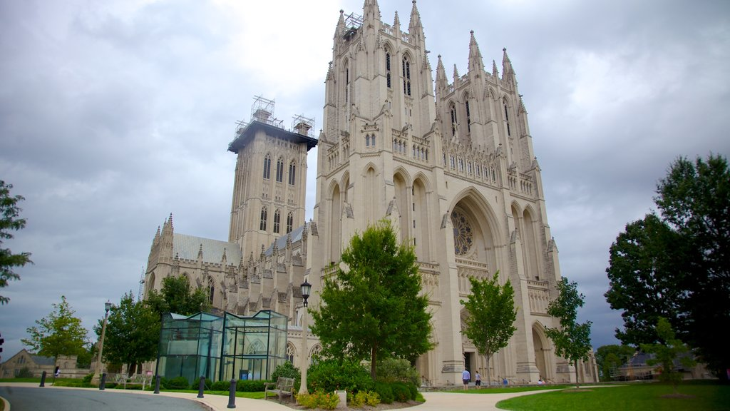 Washington National Cathedral showing a church or cathedral, heritage architecture and a city