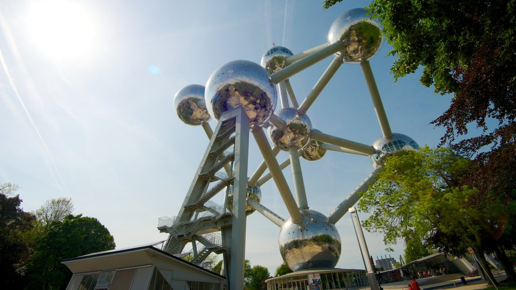Atomium showing outdoor art, art and a monument