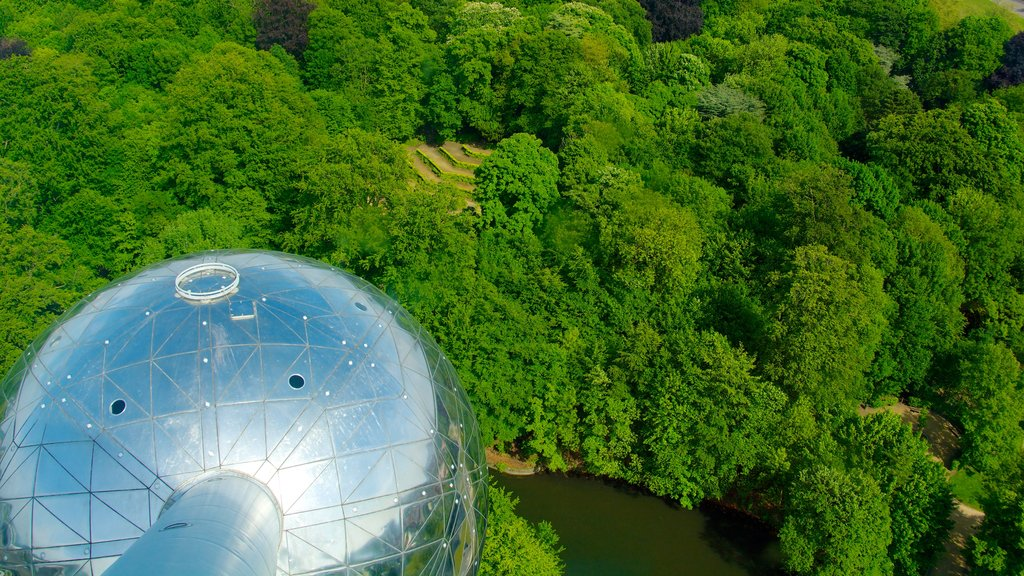 Atomium featuring modern architecture and art