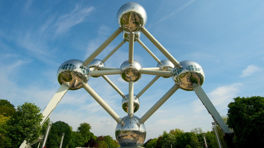 Brussels featuring art and modern architecture