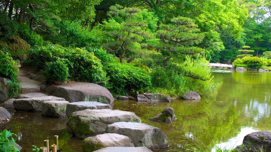 Tennoji Park which includes a pond and a park