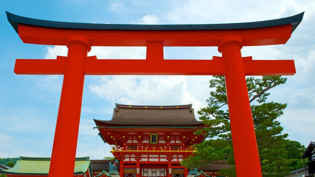 Fushimi Inari Shrine showing religious aspects, heritage architecture and a temple or place of worship