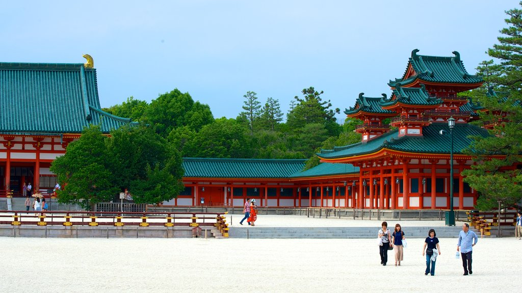 Heian Shrine showing a temple or place of worship, street scenes and heritage architecture