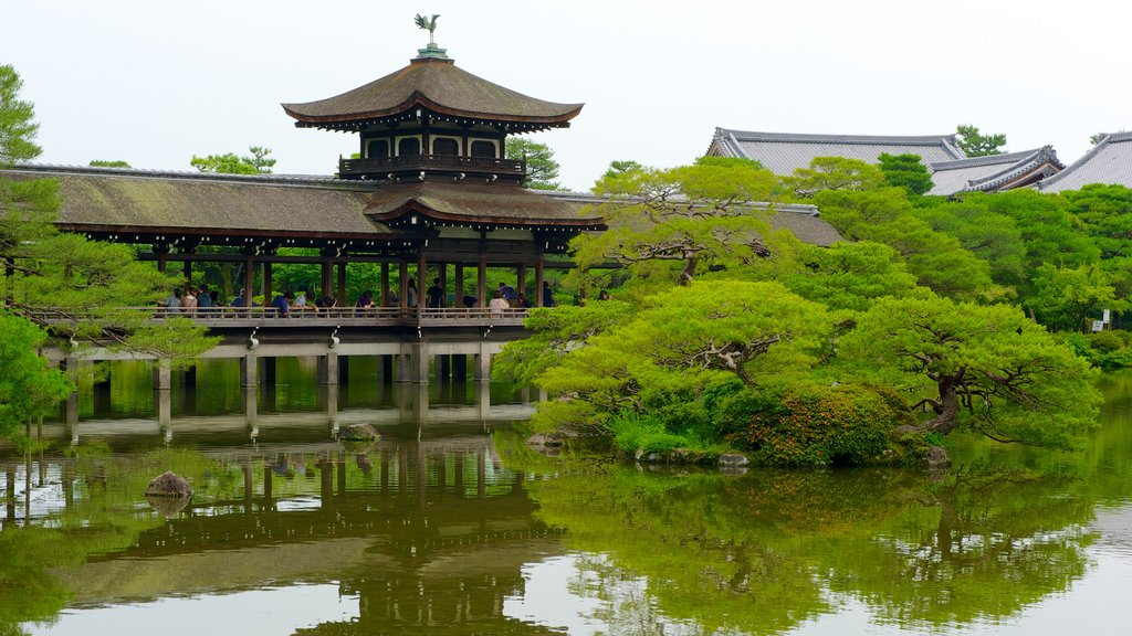 Heian Shrine showing a temple or place of worship, religious elements and a lake or waterhole