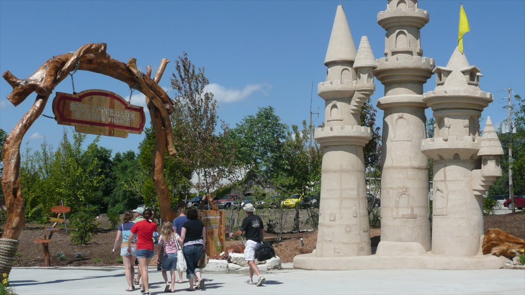 Kansas City Schlitterbahn Waterpark which includes rides as well as a family