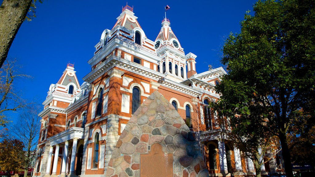 Livingston County Courthouse which includes heritage architecture and an administrative buidling