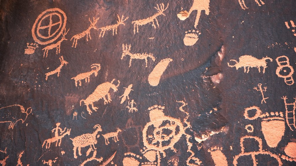 Newspaper Rock State Historical Monument showing heritage elements