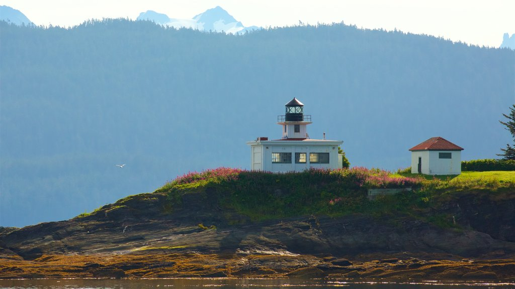 Funter Bay State Marine Park showing a lighthouse
