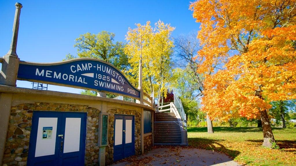 Chautauqua Park featuring signage, autumn leaves and a park