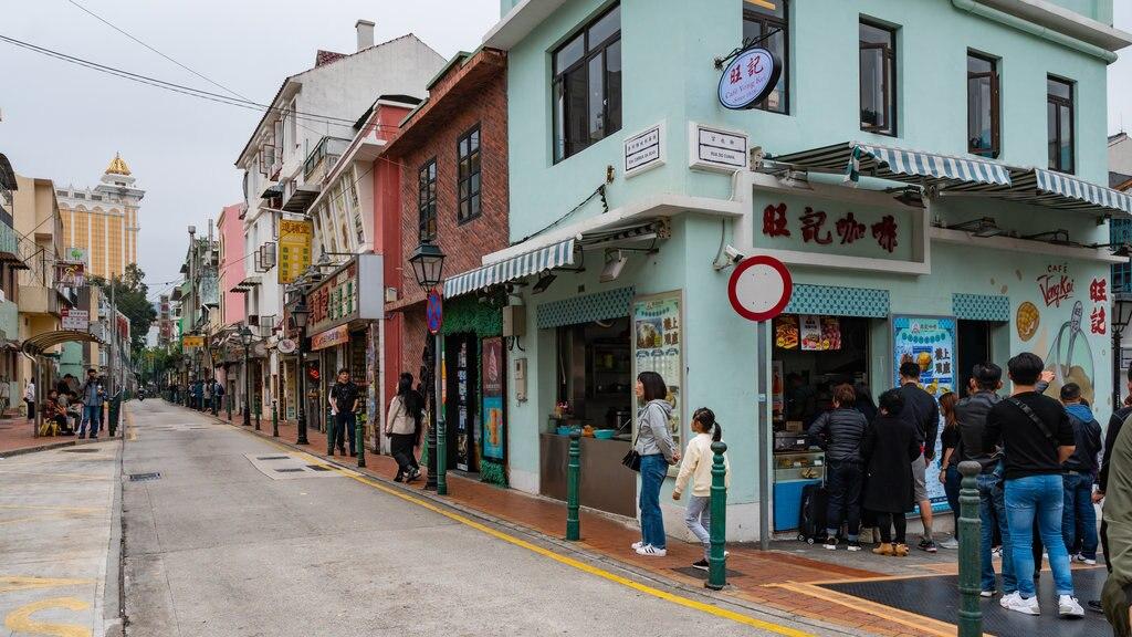 Taipa featuring street scenes