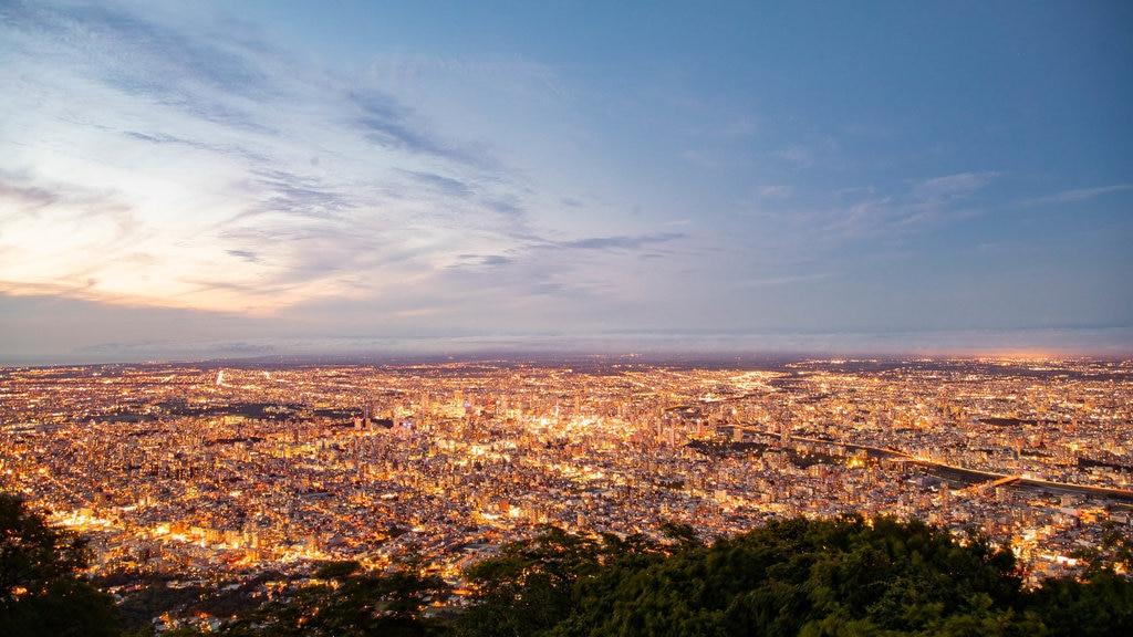Monte Moiwa mostrando una puesta de sol, vistas de paisajes y una ciudad
