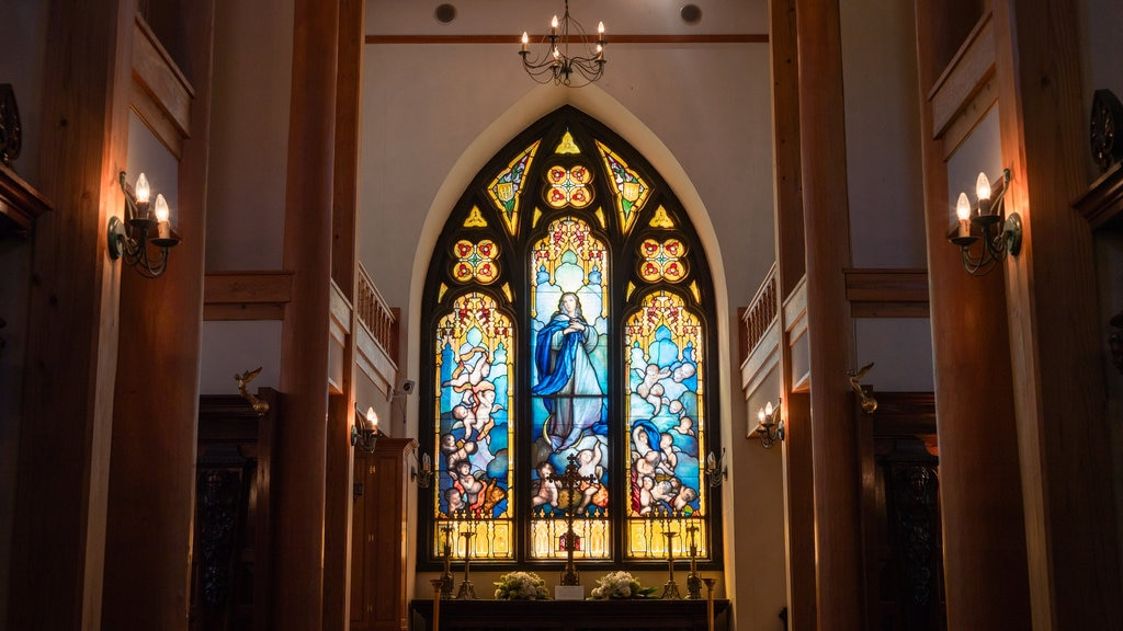 Yufuin Stained Glass Museum featuring a church or cathedral, interior views and religious elements