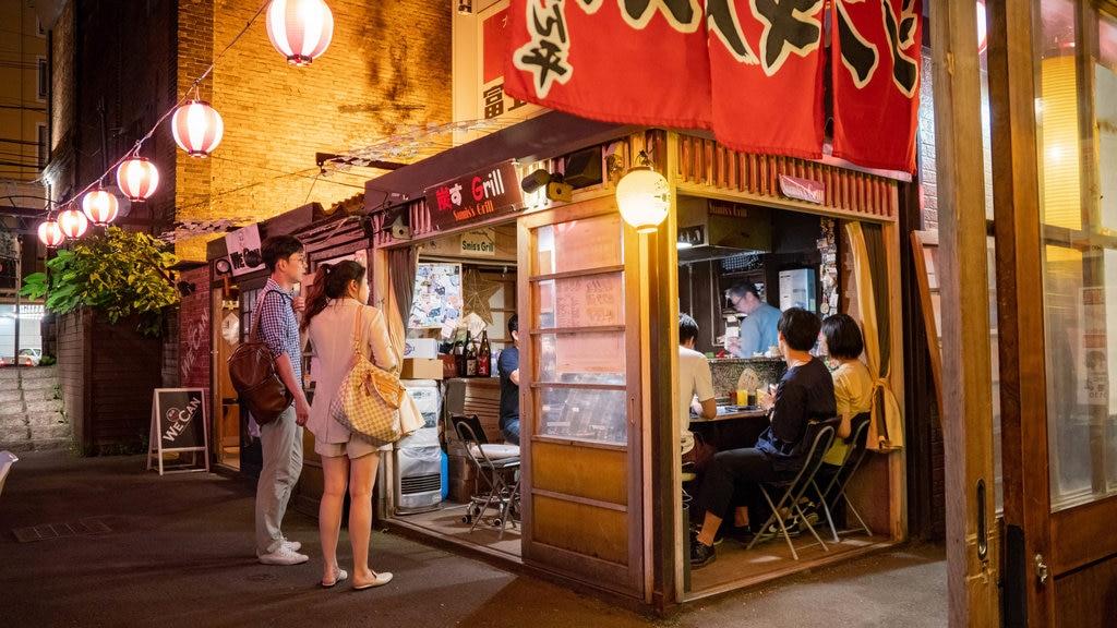 Otaru ofreciendo escenas nocturnas y salir a cenar y también una pareja
