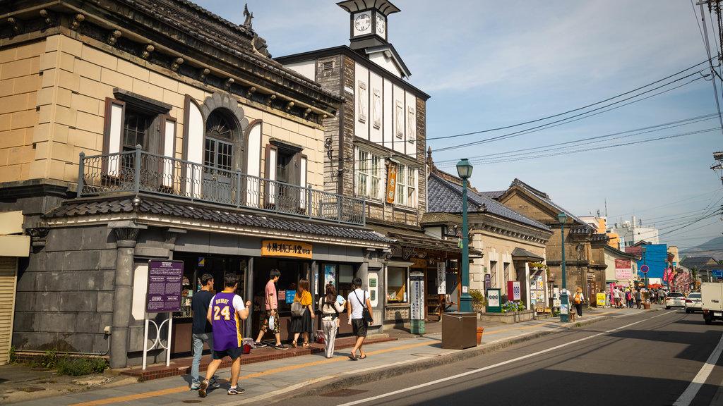 Calle Sakaimachi mostrando escenas urbanas y elementos del patrimonio