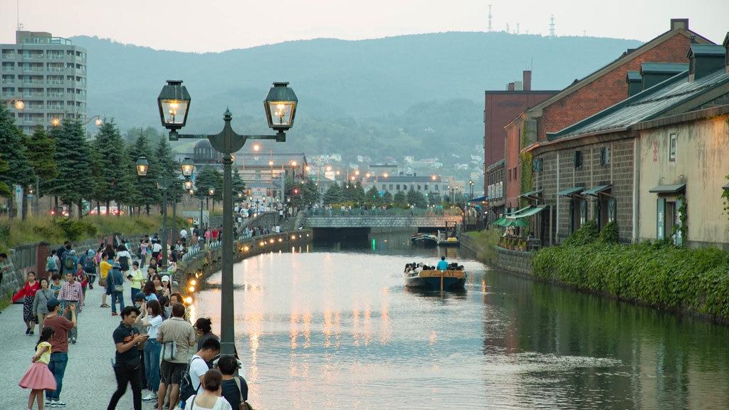 Otaru Canal ofreciendo un río o arroyo y escenas urbanas