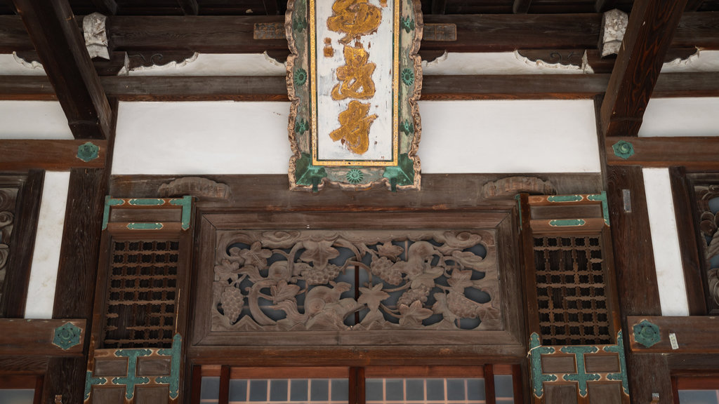 Takehara showing heritage elements and signage