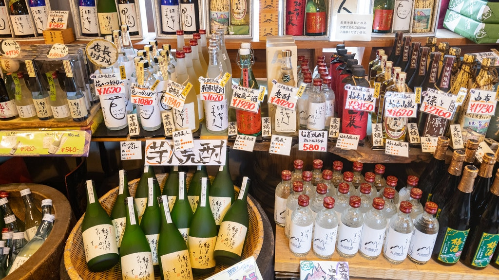 Yufuin which includes drinks or beverages and interior views