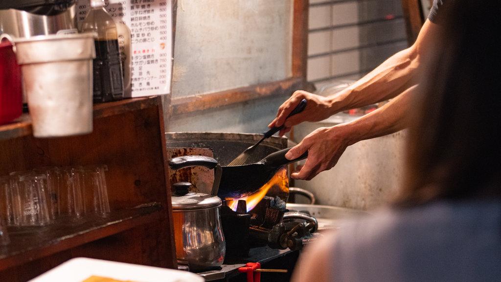 Tenjin showing food
