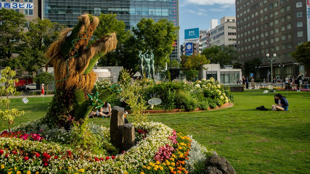 Odori Park showing a park, flowers and wildflowers