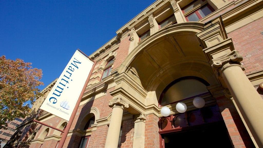 Maritime Museum of Tasmania showing street scenes
