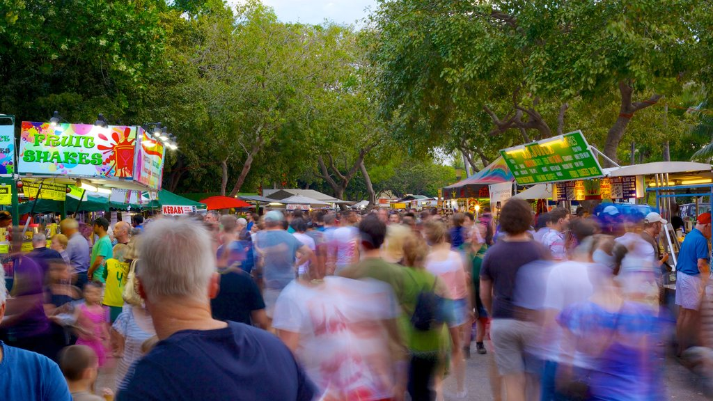 Mindil Beach which includes markets and street scenes as well as a large group of people