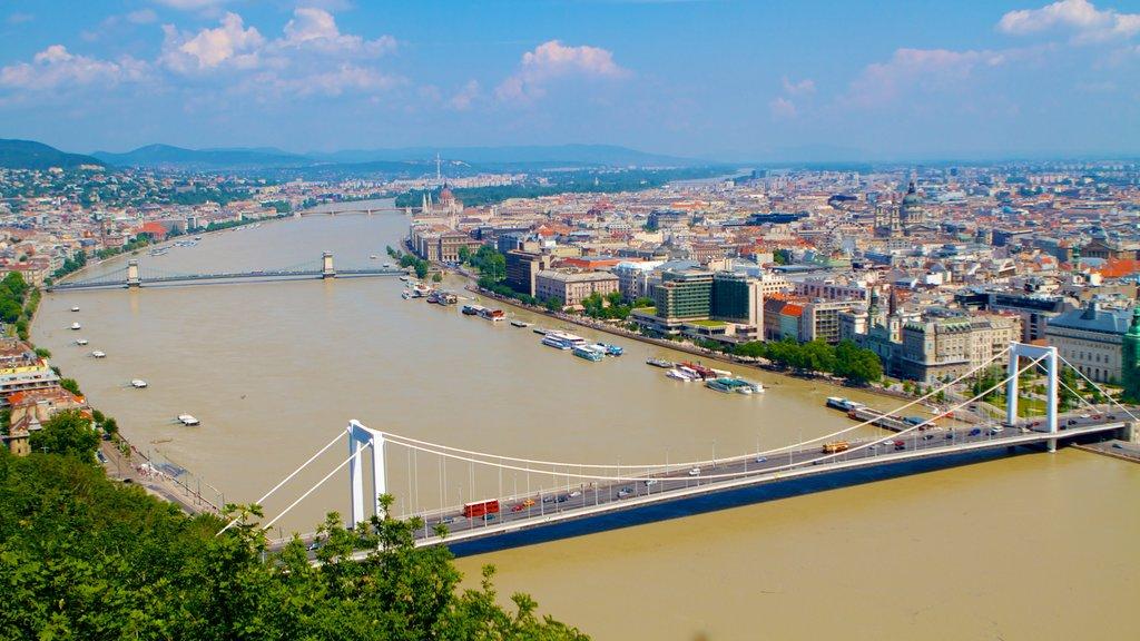 Citadella which includes a bridge, a city and a river or creek