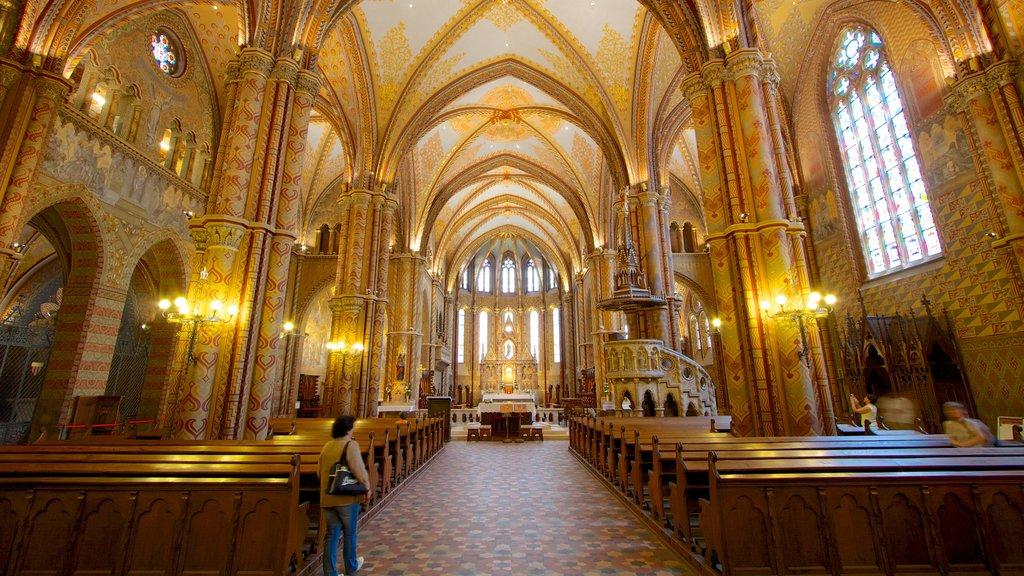 Igreja Matthias caracterizando uma igreja ou catedral, elementos religiosos e vistas internas