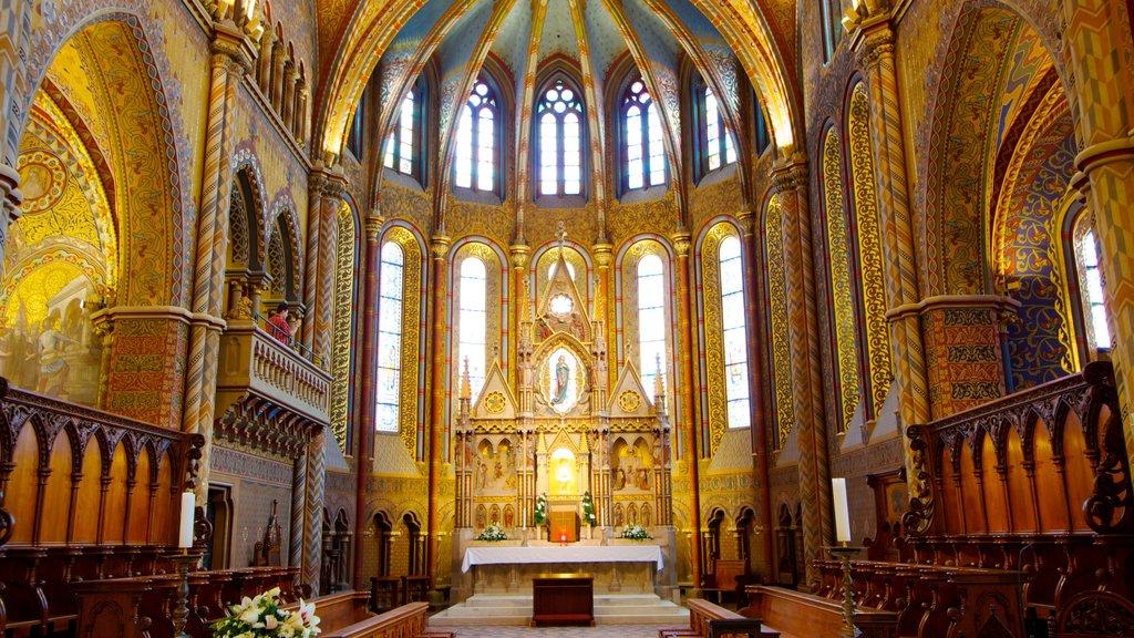 Igreja Matthias mostrando vistas internas, aspectos religiosos e uma igreja ou catedral