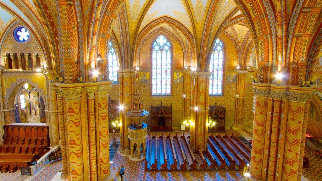 Igreja Matthias mostrando elementos religiosos, uma igreja ou catedral e vistas internas