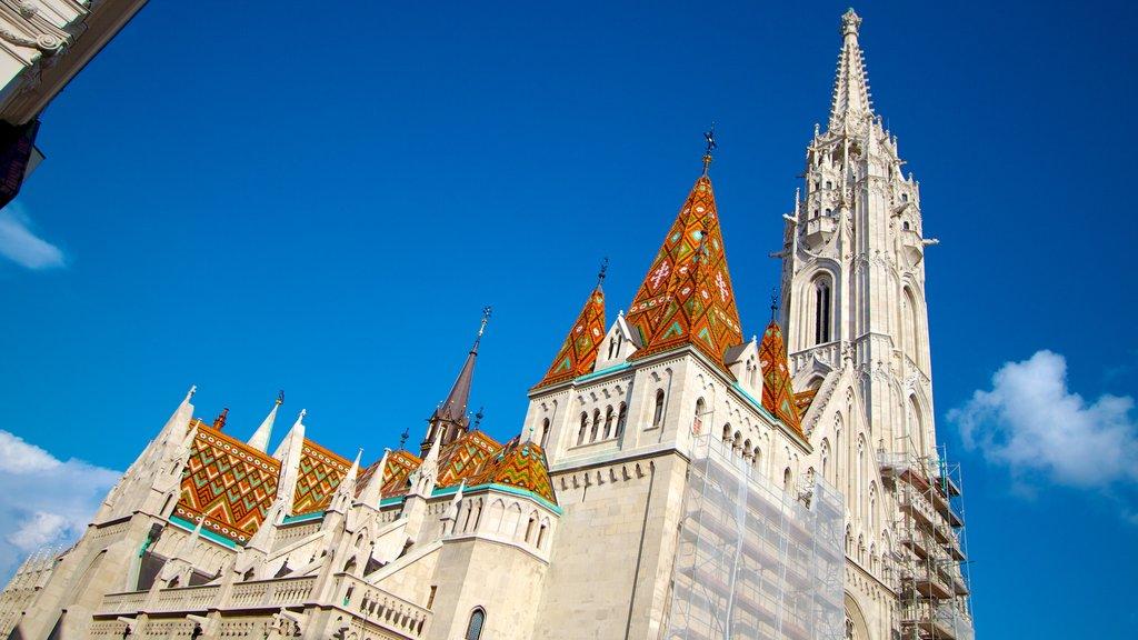 Igreja Matthias que inclui arquitetura de patrimônio, uma igreja ou catedral e elementos religiosos