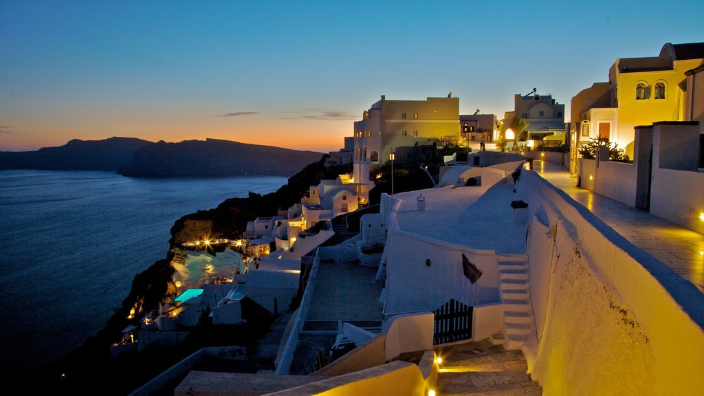 Oia showing a luxury hotel or resort, general coastal views and a coastal town