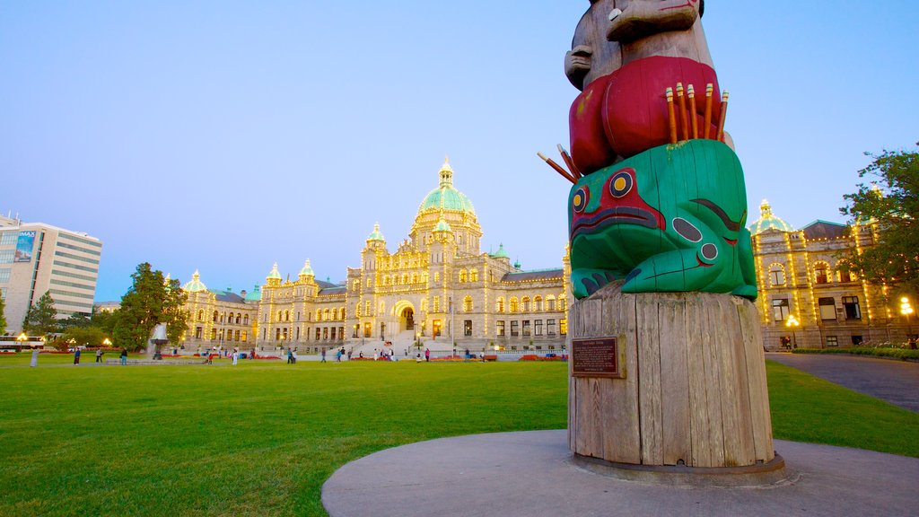 British Columbia Parliament Building featuring outdoor art and a park
