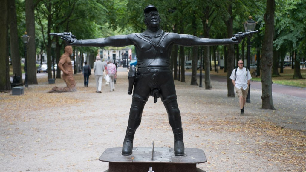 Lange Voorhout showing a statue or sculpture